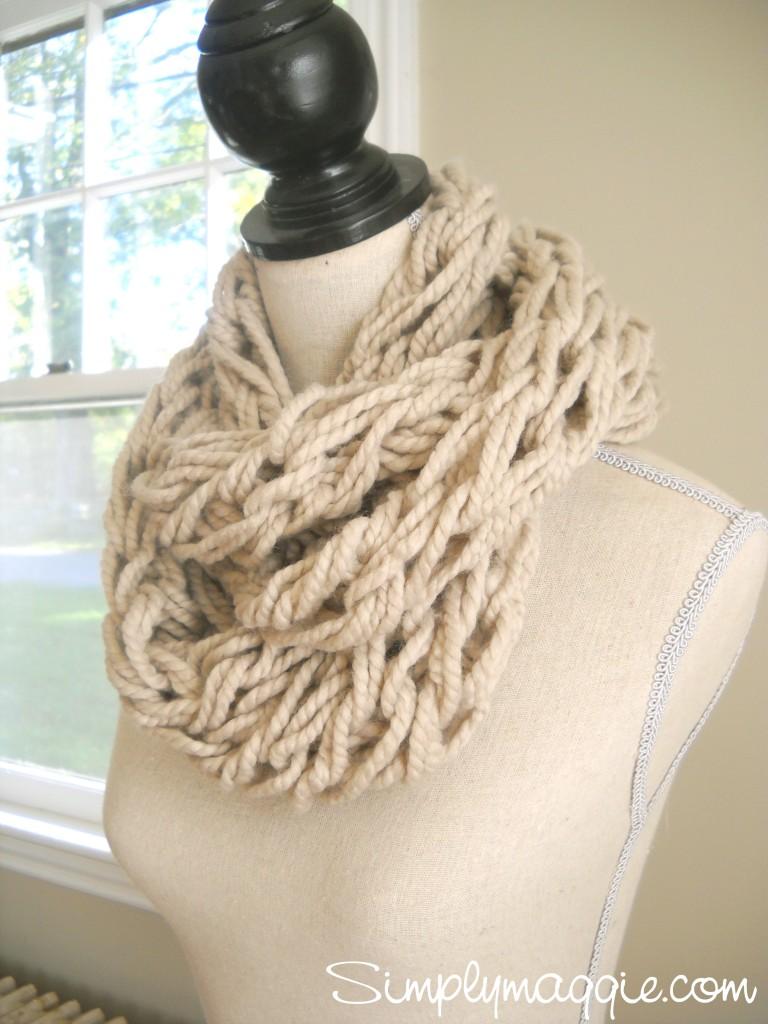 THE FUZZY CORNER: Arm Knitting - DIY - Amazing Scarf & Blanket