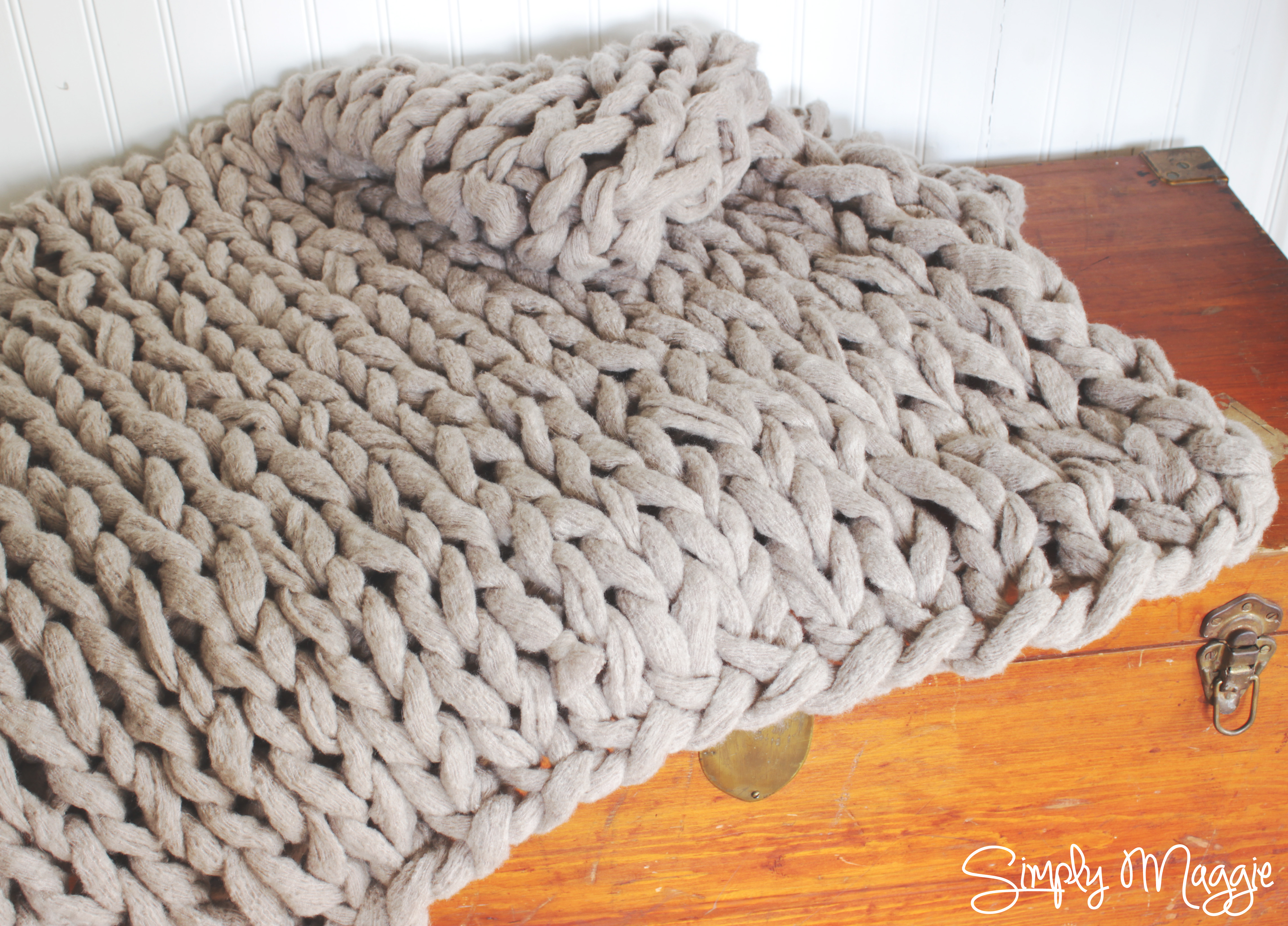Arm Knit a Blanket in 45 Minutes by Simply Maggie SimplyMaggie.com