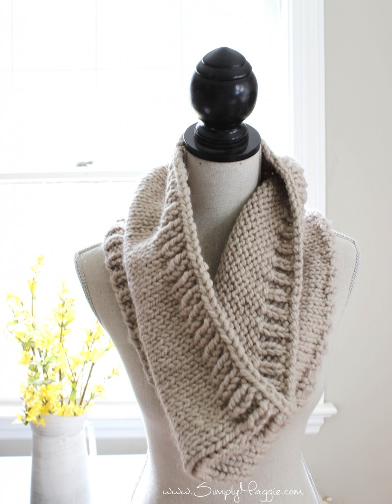 Free Knitting Patterns For Women s Cowls : Chunky Tri-Style Knit Cowl Pattern (FREE!) SimplyMaggie.com