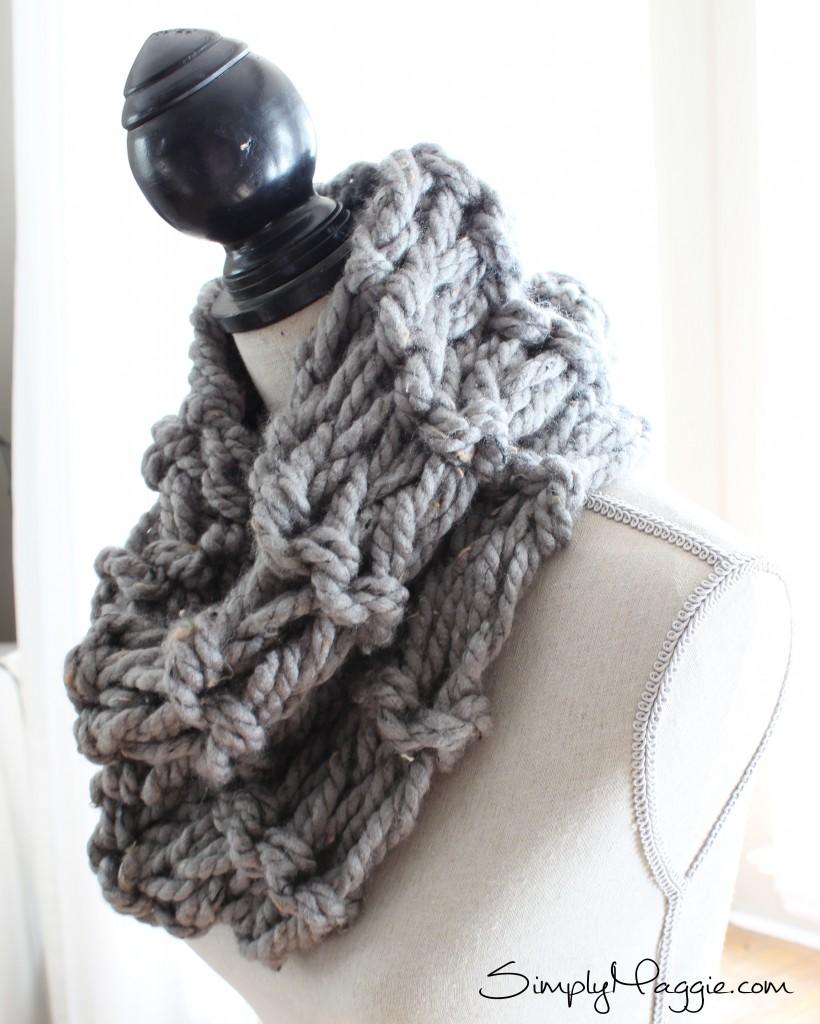 DIY Arm Knit Garter Stitch Scarf in 20 Minutes - www.SimplyMaggie.com