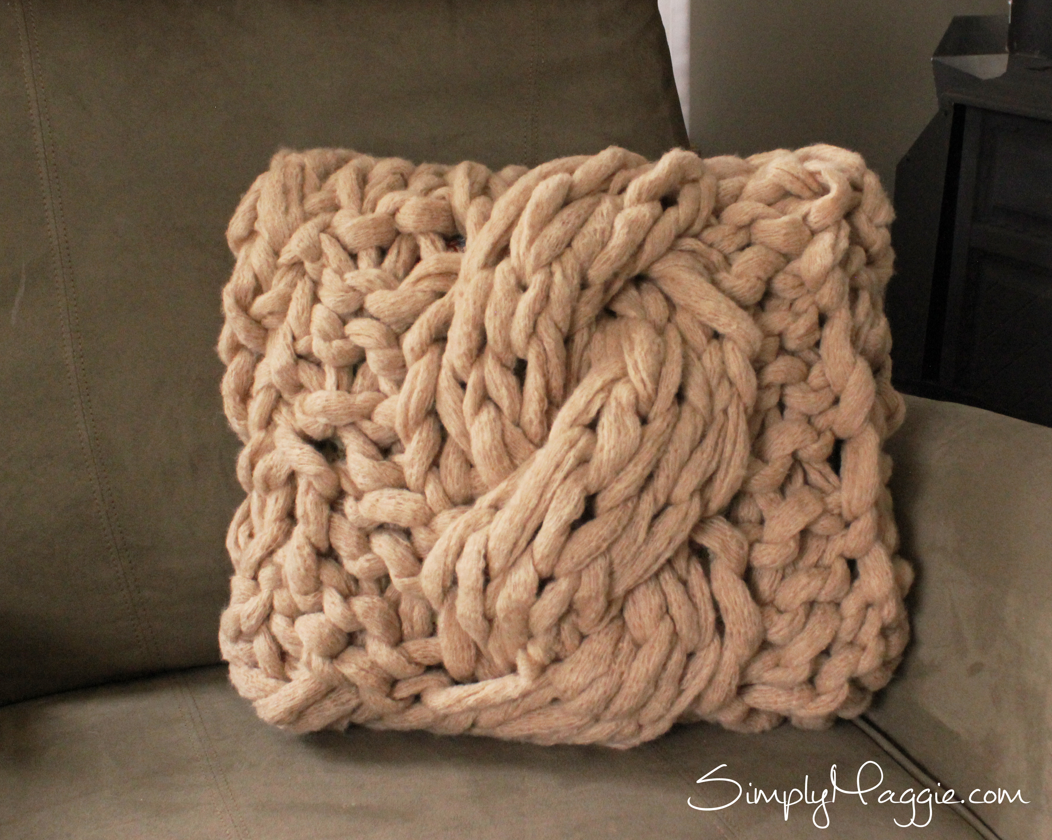 How To Arm Knit The Cable Stitch Including Pillow