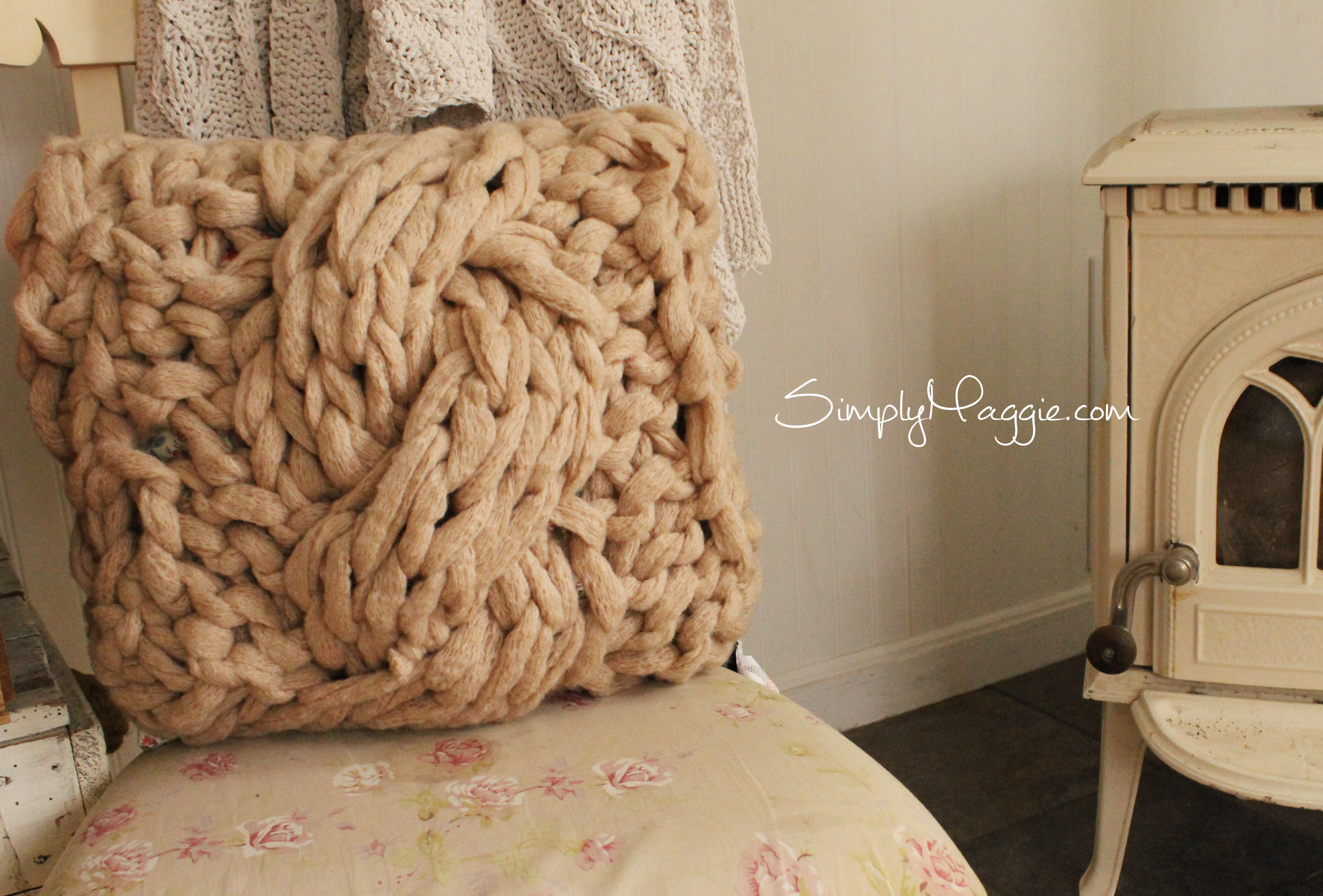 How To Arm Knit The Cable Stitch With Pillow Patterns  Simplymaggie