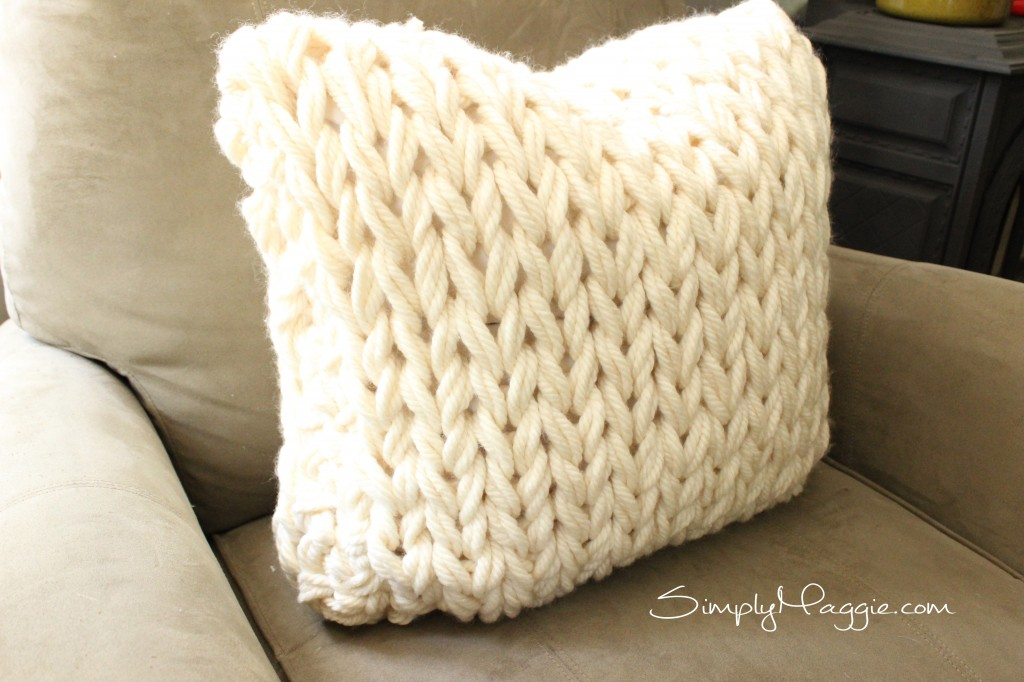 How to arm knit a super cozy pillow - SimplyMaggie.com