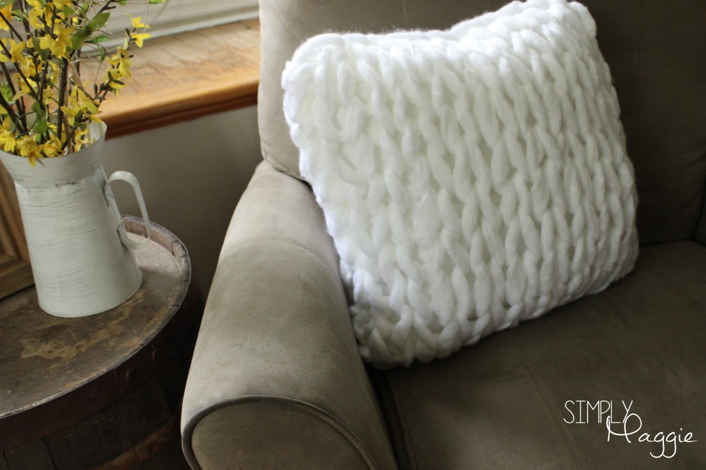 One Hour Arm Knit Pillow Pattern | Simply Maggie